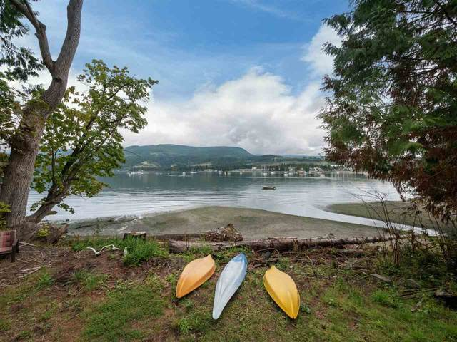5888 Reef Road, Sechelt, BC V0N 3A6 (#R2486003) :: Initia Real Estate