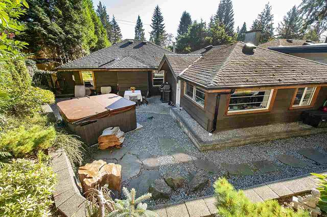 1763 Deep Cove Road, North Vancouver, BC V7G 1S4 (#R2508278) :: 604 Home Group