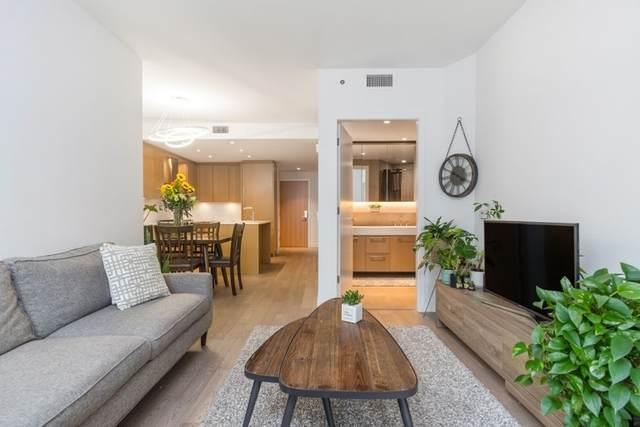3220 Connaught Crescent #406, North Vancouver, BC V7R 0A5 (#R2508622) :: Initia Real Estate