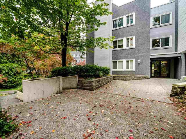 9890 Manchester Drive #411, Burnaby, BC V3N 4R4 (#R2510557) :: Initia Real Estate