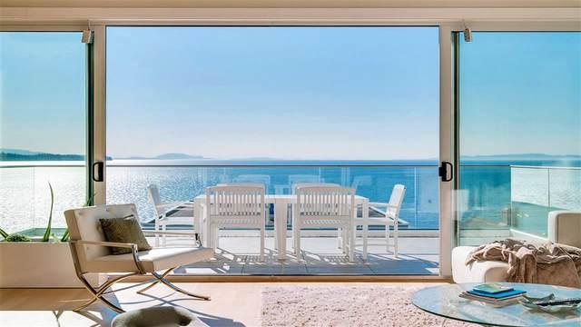15368 Victoria Avenue, White Rock, BC V4B 1H2 (#R2512244) :: Initia Real Estate