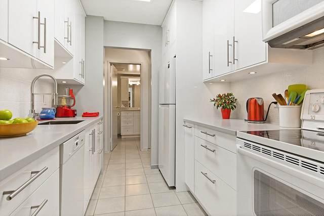 2020 Fullerton Avenue #410, North Vancouver, BC V7P 3G3 (#R2512838) :: Initia Real Estate