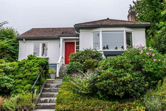 2423 Lawson Avenue, West Vancouver, BC V7V 2E7 (#R2519485) :: 604 Home Group