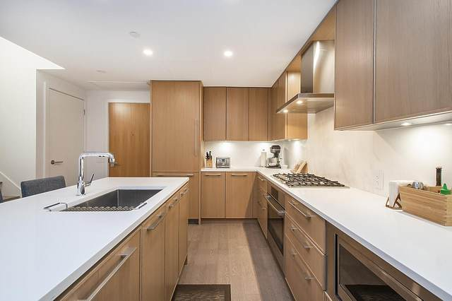 3220 Connaught Crescent #318, North Vancouver, BC V7R 0A5 (#R2527459) :: Initia Real Estate