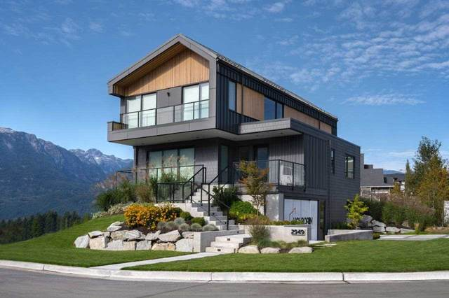 2943 Huckleberry Drive, Squamish, BC V8B 0R9 (#R2534724) :: Macdonald Realty