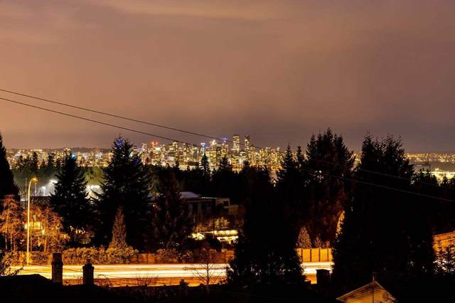 339 W 26TH Street, North Vancouver, BC V7N 2G7 (#R2545997) :: Macdonald Realty