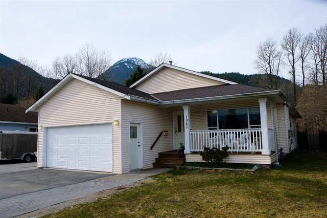 1042 Edgewater Crescent, Squamish, BC V8B 0E7 (#R2560119) :: Initia Real Estate