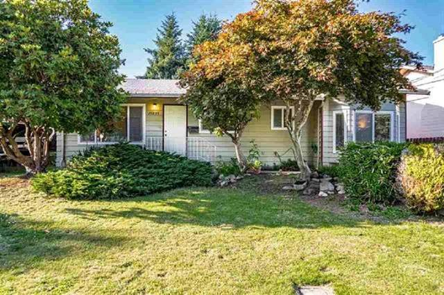 15835 Russell Avenue, White Rock, BC V4B 2S5 (#R2562797) :: Macdonald Realty