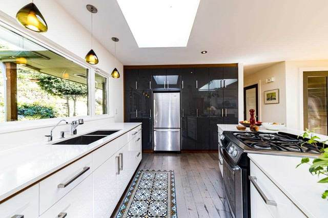 6427 Nelson Avenue, West Vancouver, BC V7W 2A5 (#R2566163) :: Initia Real Estate
