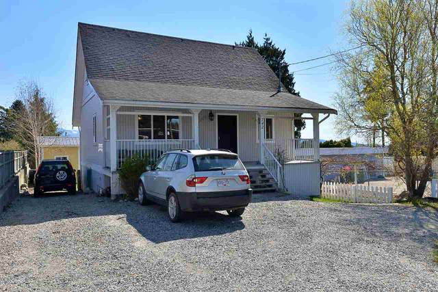 742 North Road, Gibsons, BC V0N 1V9 (#R2567409) :: Initia Real Estate