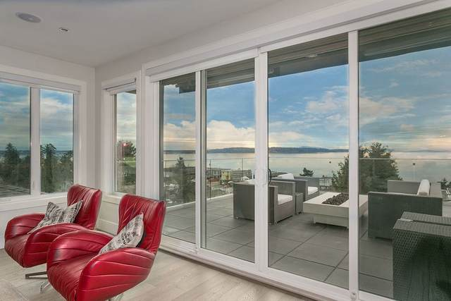 15539 Columbia Avenue, White Rock, BC V4B 1K5 (#R2567575) :: Premiere Property Marketing Team