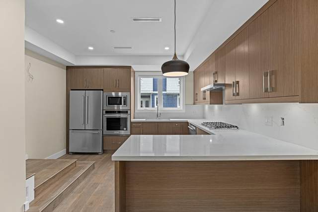 756 Forsman Avenue #6, North Vancouver, BC V7J 2G6 (#R2594071) :: Initia Real Estate