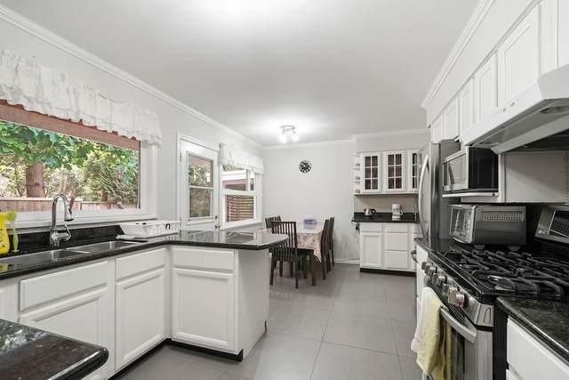3010 Capilano Road, North Vancouver, BC V7R 4H6 (#R2596471) :: Initia Real Estate
