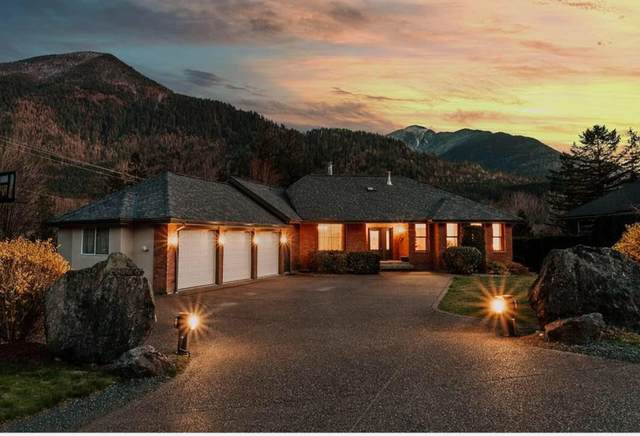 4320 Estate Drive, Chilliwack, BC V2R 3B4 (#R2598141) :: Premiere Property Marketing Team