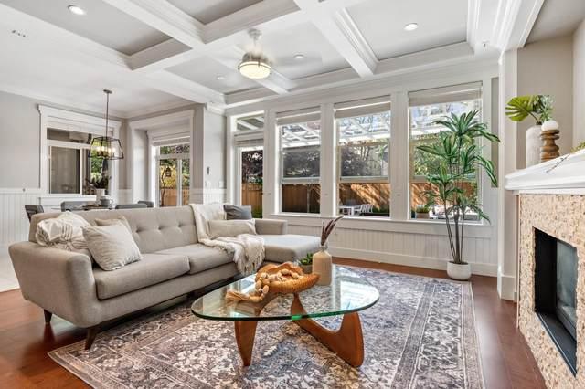 1098 Canyon Boulevard, North Vancouver, BC V7R 2K4 (#R2603933) :: Initia Real Estate