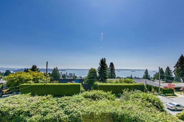 2365 Queens Avenue, West Vancouver, BC V7V 2Y7 (#R2604912) :: 604 Home Group