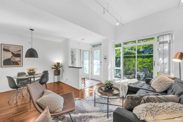 1067 Marinaside Crescent 2G, Vancouver, BC V6Z 3A4 (#R2618967) :: 604 Home Group