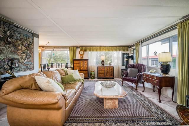 15814 Essex Place, Surrey, BC V4A 5L2 (#R2621920) :: 604 Home Group