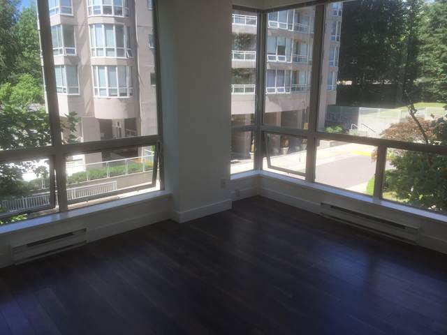 9623 Manchester Drive #208, Burnaby, BC V3N 4Y8 (#R2623256) :: 604 Home Group