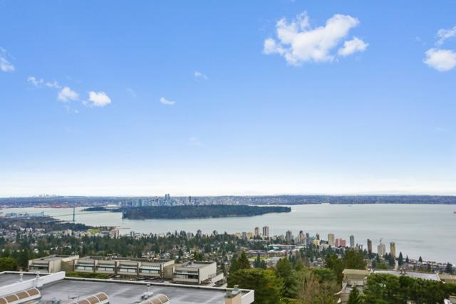 2274 Folkestone Way #208, West Vancouver, BC V7S 2X7 (#R2232416) :: West One Real Estate Team