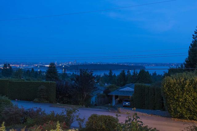 1895 Rosebery Avenue, West Vancouver, BC V7V 2Z5 (#R2300873) :: Vancouver House Finders