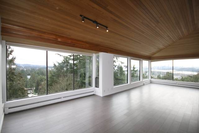 828 Younette Drive, West Vancouver, BC V7T 1S9 (#R2483531) :: Initia Real Estate
