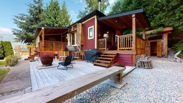 654 Lower Crescent, Squamish, BC V0N 1J0 (#R2491070) :: Ben D'Ovidio Personal Real Estate Corporation | Sutton Centre Realty