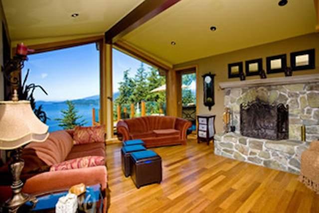 425 Mountain Drive, Lions Bay, BC V0N 2E0 (#R2511722) :: Initia Real Estate