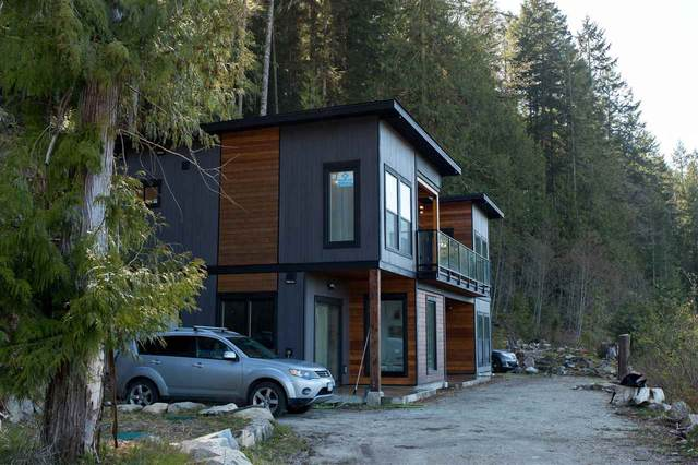 5224 5226 CECIL HILL Road, Madeira Park, BC V0N 2H1 (#R2513119) :: Initia Real Estate