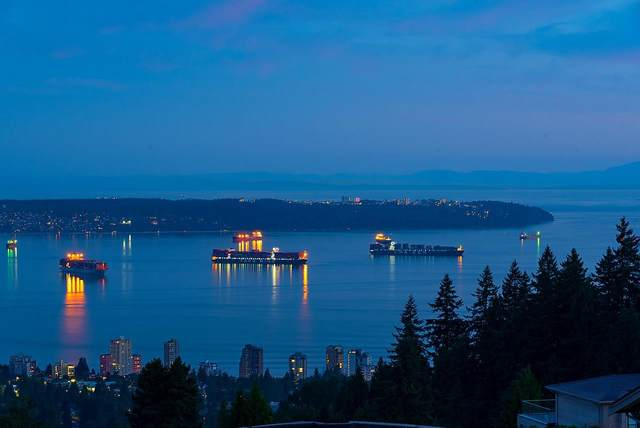 1410 Chippendale Road, West Vancouver, BC V7S 2N6 (#R2598628) :: Initia Real Estate