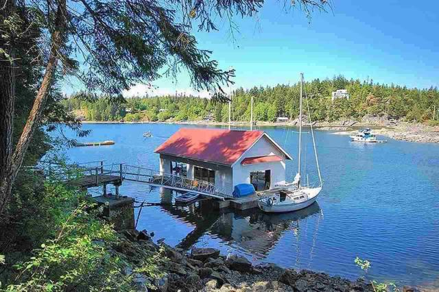 4870 Francis Peninsula Road, Pender Harbour, BC V0N 2H1 (#R2226650) :: Linsey Hulls Real Estate