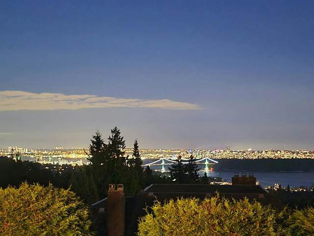 2468 Westhill Court, West Vancouver, BC V7S 3A5 (#R2602038) :: Premiere Property Marketing Team