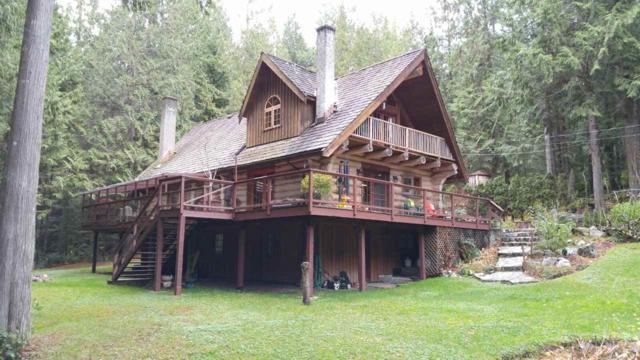 3000 Day Road, Roberts Creek, BC V0N 2W1 (#R2225523) :: Linsey Hulls Real Estate