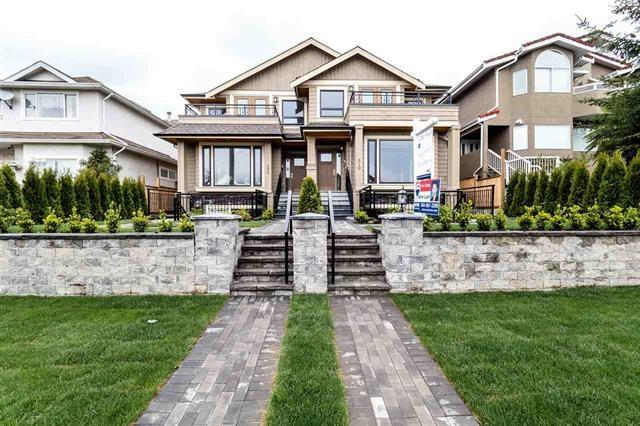 308 E 11TH Street, North Vancouver, BC V7L 2G9 (#R2199201) :: Vallee Real Estate Group