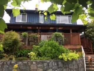 1104 Adderley Street, North Vancouver, BC V7L 1T3 (#R2199409) :: Vallee Real Estate Group