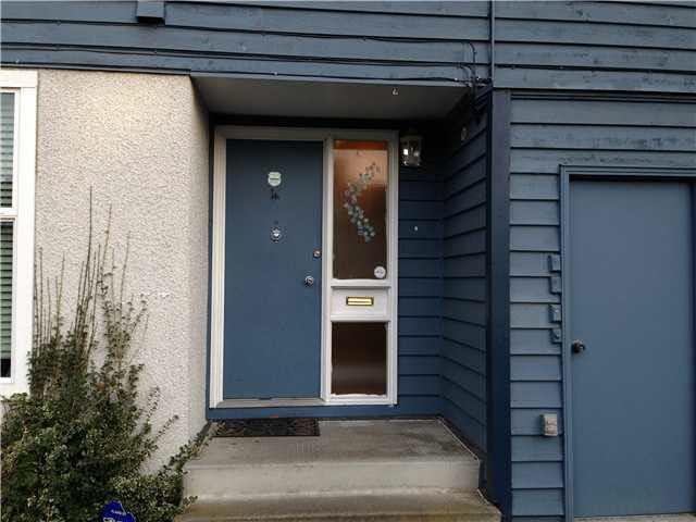 300 Decaire Street #3, Coquitlam, BC V3K 5P2 (#R2232854) :: Vancouver House Finders