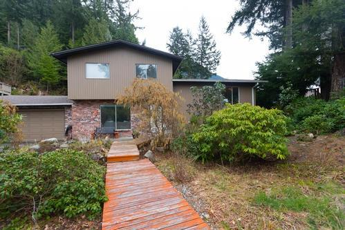 125 Mountain Drive, Lions Bay, BC V0N 2E0 (#R2255877) :: West One Real Estate Team
