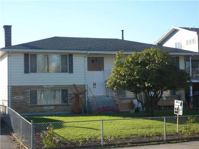 208 Howes Street, New Westminster, BC V3M 5L6 (#R2307356) :: West One Real Estate Team