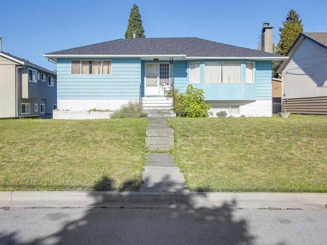 6815 Yeovil Place, Burnaby, BC V5B 2W2 (#R2308564) :: TeamW Realty