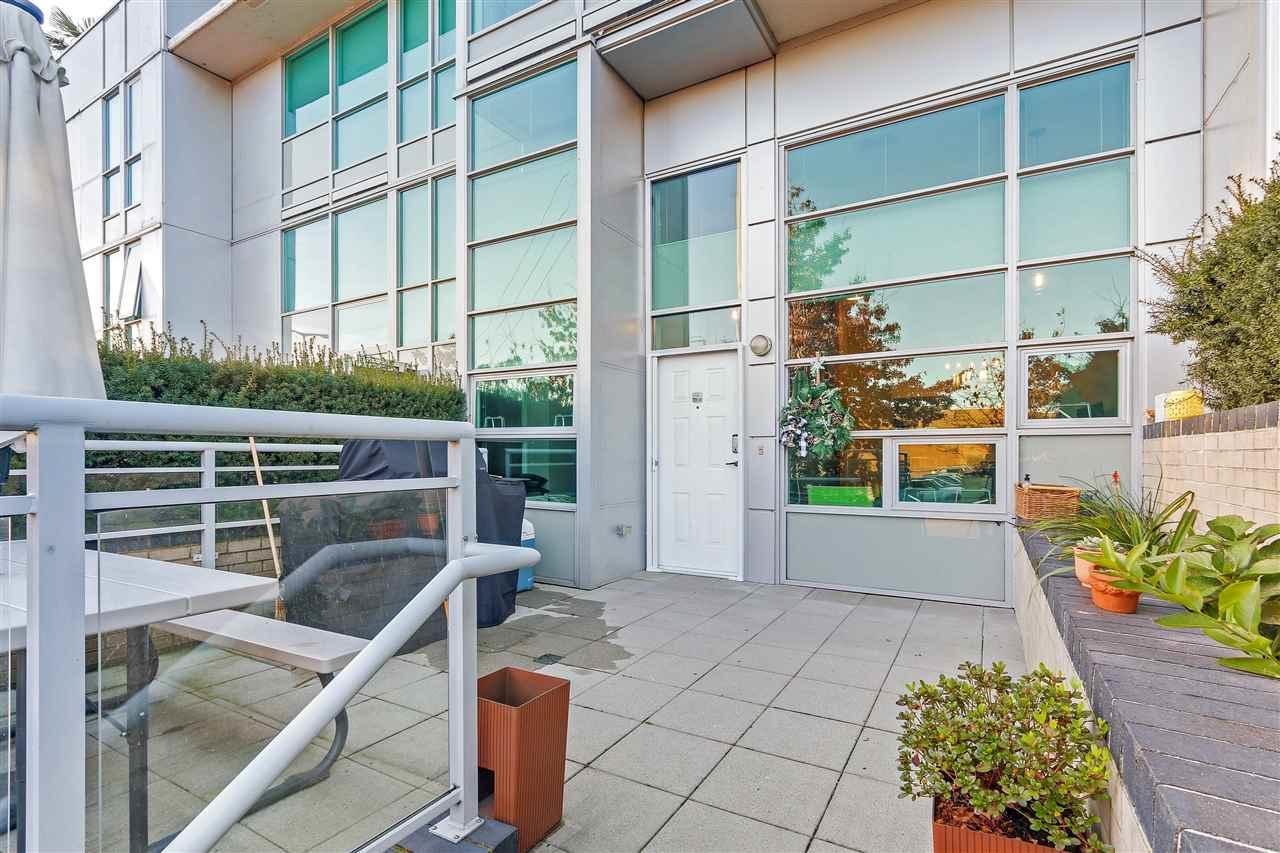 188 E Esplanade Th10, North Vancouver, BC V7L 4Y1 (#R2323267) :: West One Real Estate Team