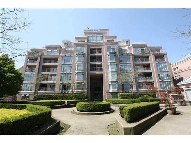 2468 E Broadway #209, Vancouver, BC V5M 4T9 (#R2389010) :: Vancouver Real Estate