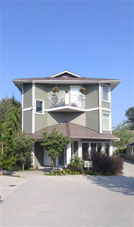 624 Shaw Road #301, Gibsons, BC V0N 1V8 (#R2405441) :: Vancouver Real Estate