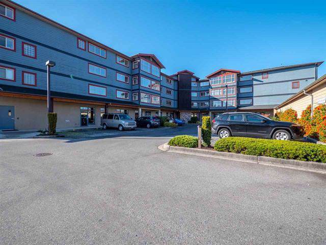 5631 Inlet Avenue #302, Sechelt, BC V0N 3A3 (#R2412497) :: RE/MAX City Realty