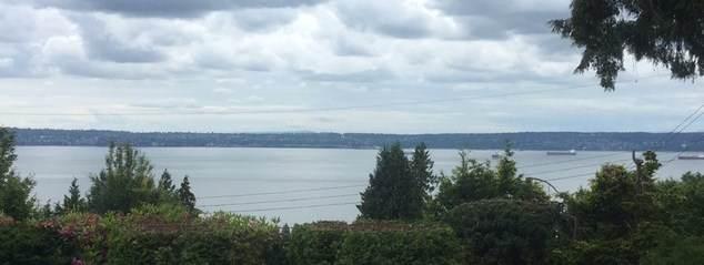 2487 Queens Avenue, West Vancouver, BC V7V 2Y9 (#R2426795) :: RE/MAX City Realty