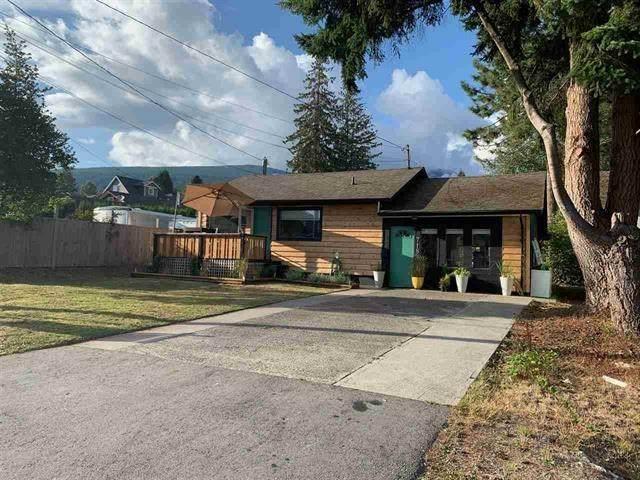 716/718 Hillcrest Road, Gibsons, BC V0N 1V9 (#R2436847) :: RE/MAX City Realty