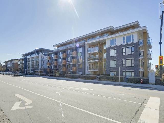 221 E 3 Street #220, North Vancouver, BC V7L 0C1 (#R2511796) :: Initia Real Estate