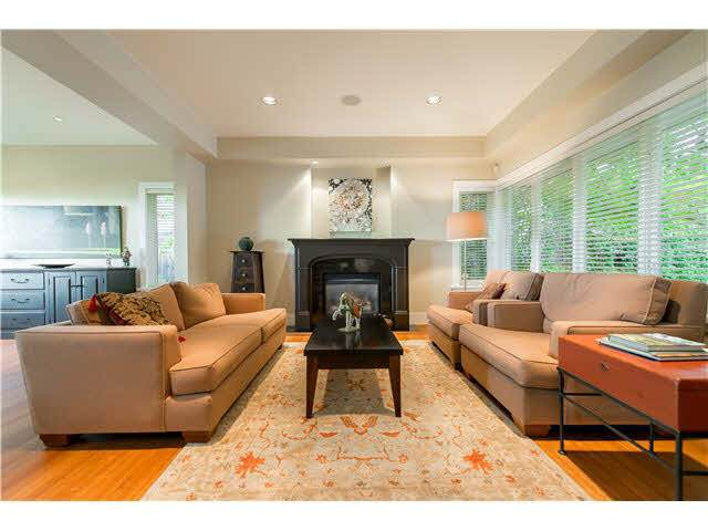 3310 Thompson Crescent, West Vancouver, BC V7V 3E7 (#R2512820) :: Initia Real Estate