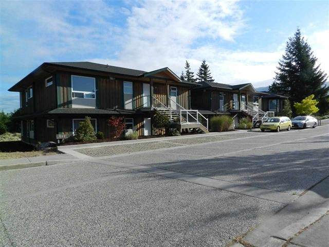 5778 Marine Way #3, Sechelt, BC V0N 3A0 (#R2567290) :: Initia Real Estate