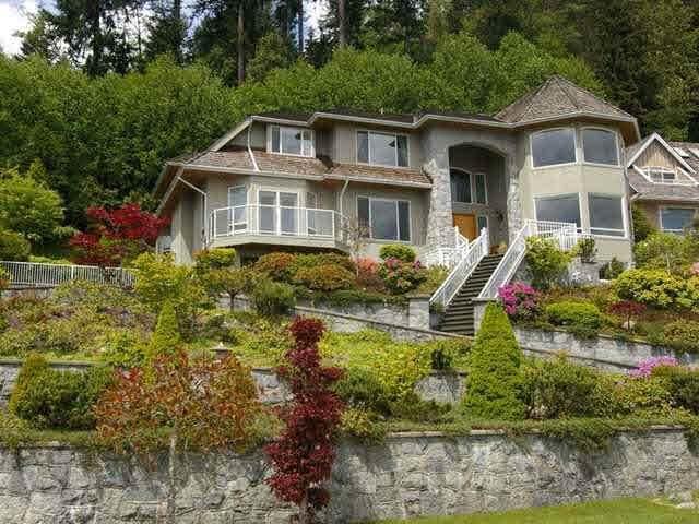 4139 Citadel Court, North Vancouver, BC V7K 3C5 (#R2571848) :: 604 Home Group