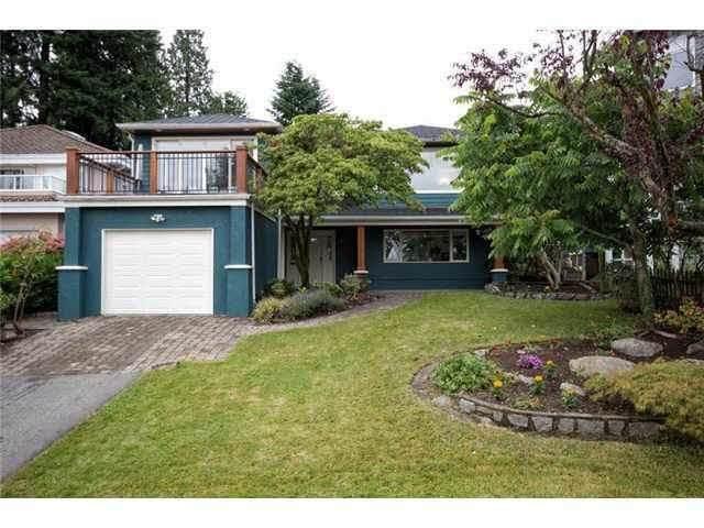 164 E Carisbrooke Road, North Vancouver, BC V7N 1M9 (#R2594018) :: Initia Real Estate